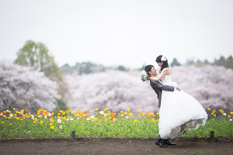 春のムードを堪能!「昭和記念公園」のお花畑でフォトウェディングを
