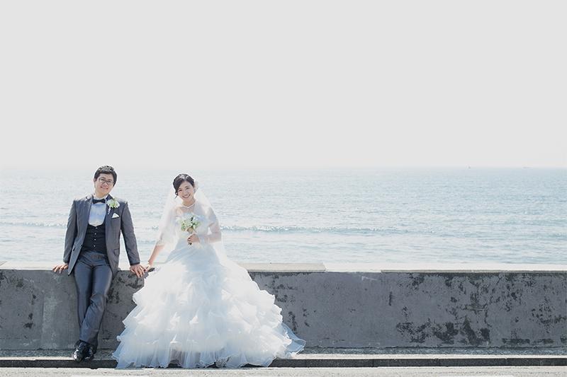 """鎌倉""""七里ヶ浜""""で前撮り! 素敵なオーシャンウェディングフォトを"""