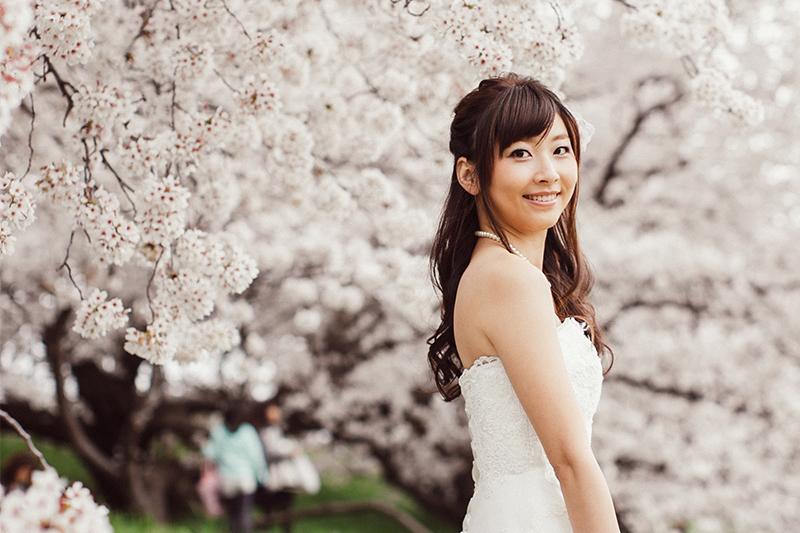 ひらりと舞う桜をイメージ。春のウェディングフォトにおすすめのメイク
