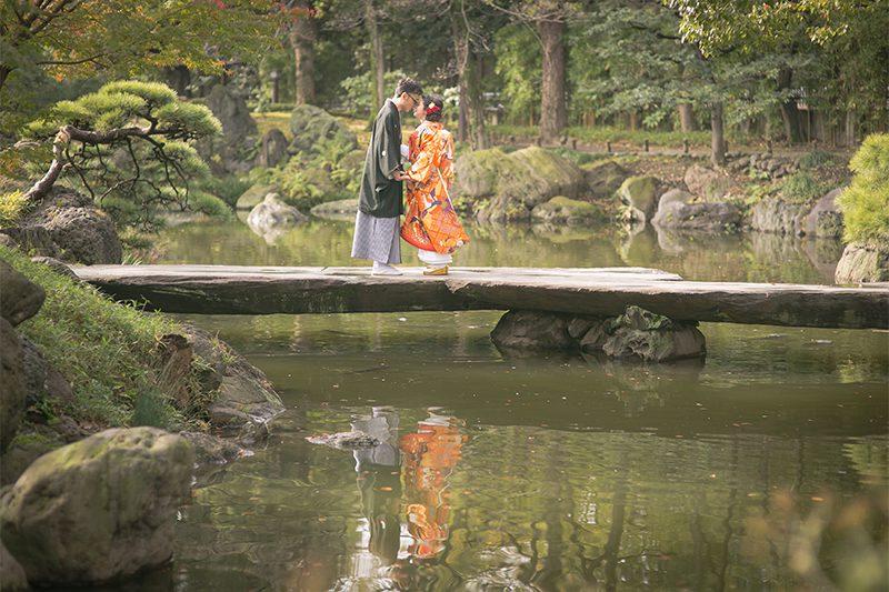 ウェディングフォトの前撮りで【ロマンティックな水面フォト】に挑戦