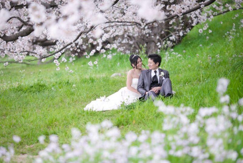 フォトウェディングなら春の河川敷がおすすめ! 桜風景を堪能しよう